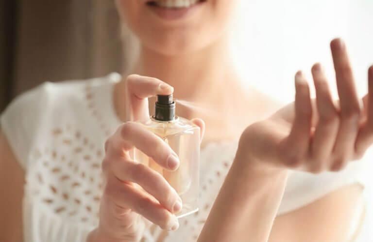 Trước khi sử dụng nước hoa kích dục nữ Lure Her cần tìm hiểu đầy đủ thông tin về sản phẩm, dùng đúng mục đích, không lạm dụng quá nhiều