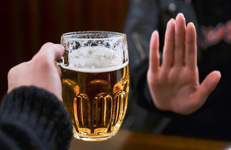 Không nên sử rượu, bia khi dùng thuốc