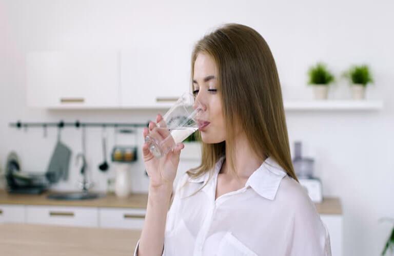 Thuốc kích dục nữ Fascinating Woman khi dùng nên pha loãng ra với nước và dùng theo đúng hướng dẫn sử dụng và liều dùng được khuyến cáo