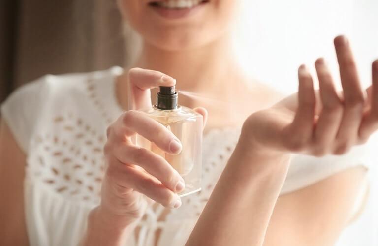 Lưu ý khi dùng nước hoa kích dục nữ Trap